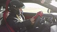 Aseel Al-Hamad au volant d'une Jaguar